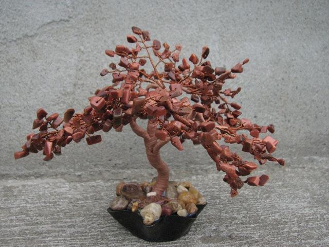 Деревья из камней фото